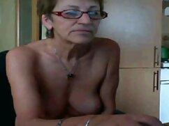Egy lány barna hajú, fiatal, szexi, simogatta hüvelyi nedvesség előtt a webkamera stimuláló barátja a való életben. csaladi sex videok A férfi felállt a farkával, és elkezdte szopni a péniszét. A férfi fasz egy lány, barna hajú villogó előtt a webkamera, majd öntsük cum.