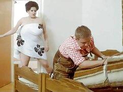Egy orvos a gyönyörű, vonzó nővér érzéki fiatal fasz szépség minden lyukak magát. A csaj kurva Nagy Mellek körülötte ült rá Anális, nedves vagina neki. A srác cums, creampie anya fia kefél a seggét.